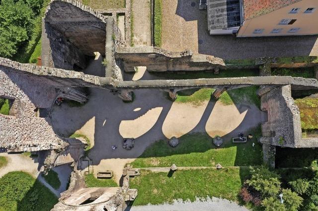 Schattenspiele in der Klosterruine
