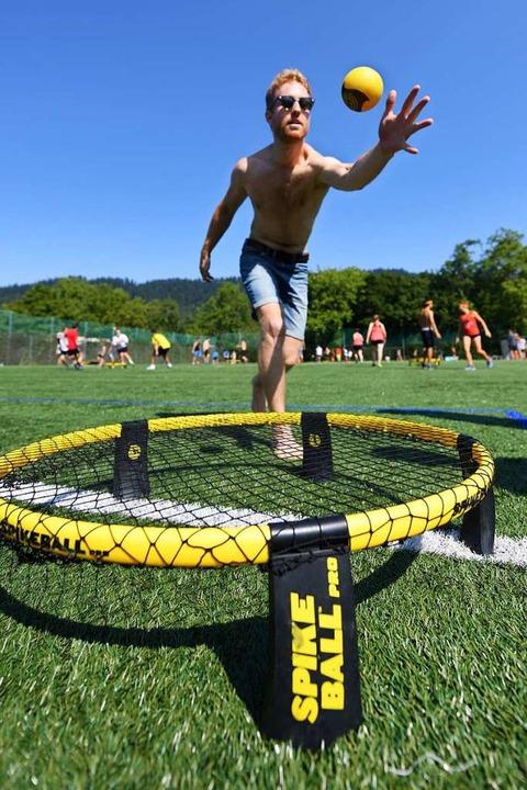 Der US-amerikanische Hersteller Spikeball dominiert den Markt beim Roundnet.  | Foto: Patrick Seeger