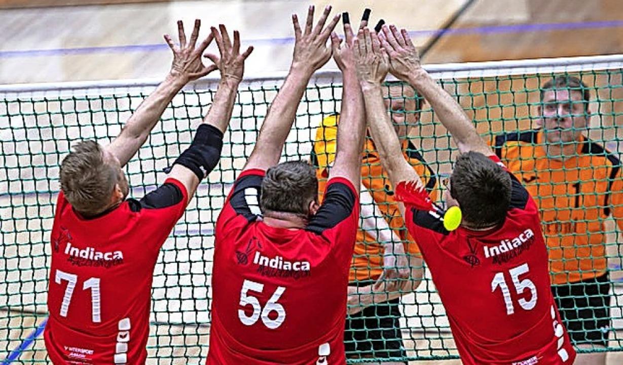 Auch am Malterdinger Block (rote Trikots) scheiterte IK Reval.   | Foto: RIINA