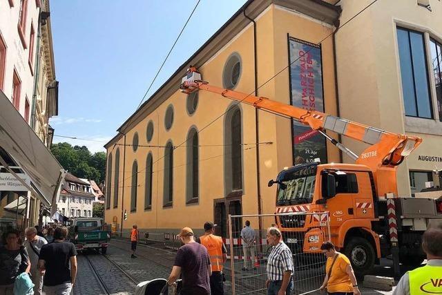 Ein Gutachter soll klären, warum das Stück Sims vom Freiburger Augustinermuseum stürzte