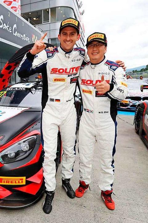 Manuel Metzger (links) und der Südkore...s bei ihrem Sieg im japanischen Fuji.   | Foto: © SRO/ Blancpain GT World Challenge Asia