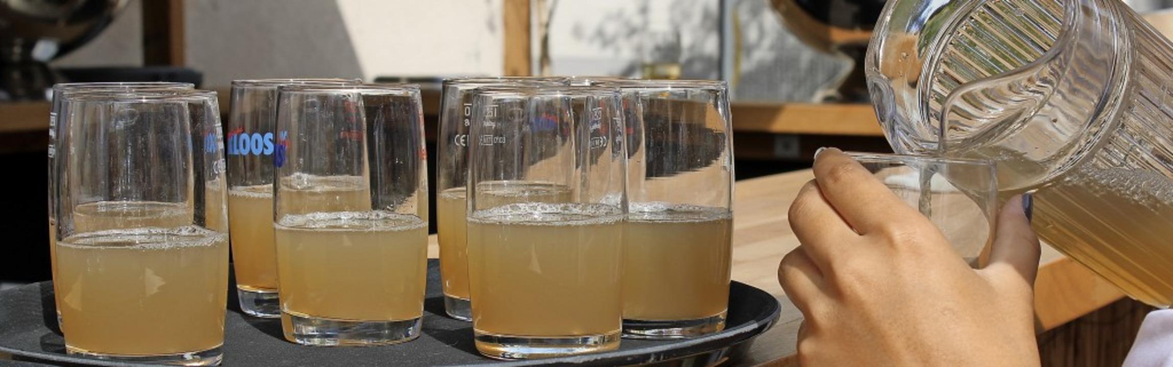 So fängt's an: Beim Weinfest in ...s auch frisch gepressten Traubensaft.   | Foto: Annika Sindlinger
