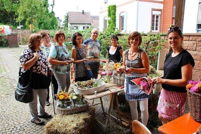 Floristinnen zeigen beim Aktionstag des Marcher Heimatvereins ihr Können