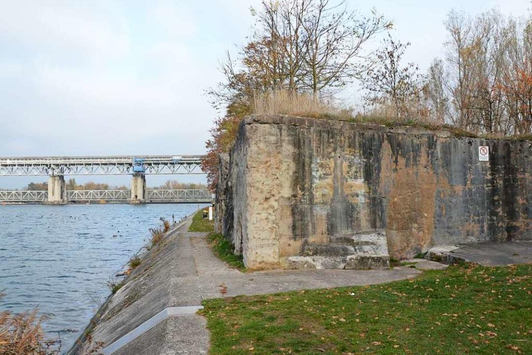 Am Bunker beim Märkter Stauwehr wird a... sehr detailliert aufgearbeitet wurde.    Foto: Hannes Lauber