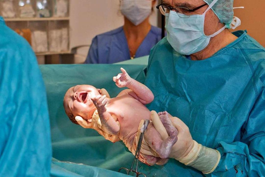 Ein Kaiserschnitt-Baby gleich nach der Geburt. (Archivbild)  | Foto: Daniel Karmann