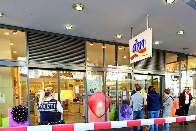 Untergeschoß des Freiburger DM-Markts bleibt nach Verpuffung geschlossen – Ursache weiter unklar