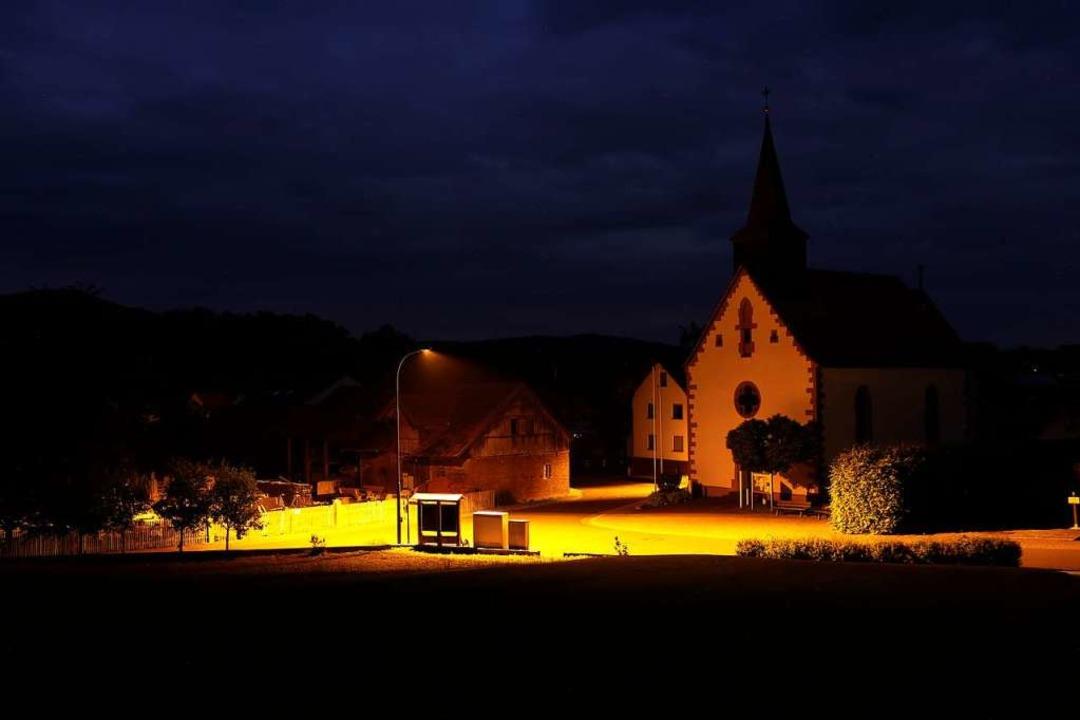 <ppp> heute ist das Dorf in orange-farbenem LED-Licht ausgeleuchtet.</ppp>  | Foto: Alexander Mengel