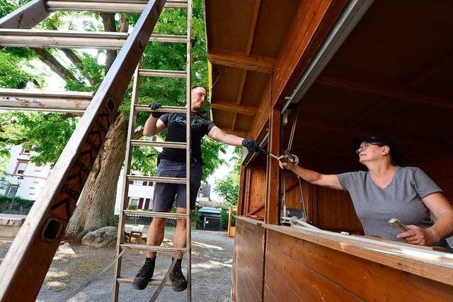 Beim Aufbau des Zähringer Hocks arbeiten täglich bis zu 40 Helfer mit