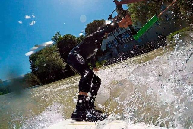Bad Säckingen toleriert Surfen auf dem Rhein – ausnahmsweise