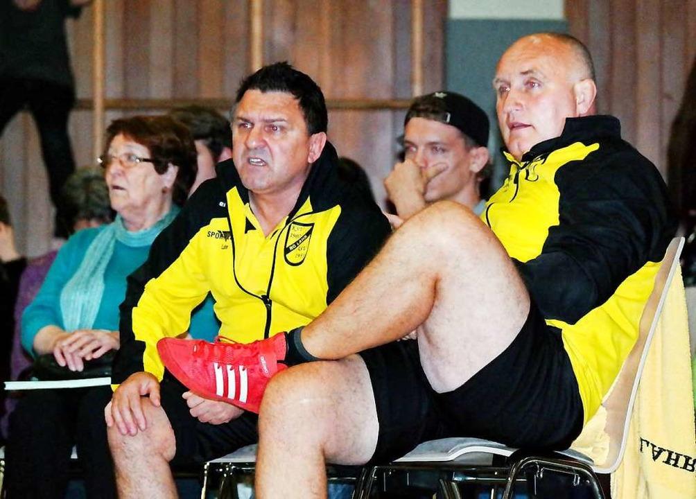 Die Lahrer Trainer Toni Oldak (links) ...n mit einem Starken Team in die Runde.    Foto: Wolfgang Künstle