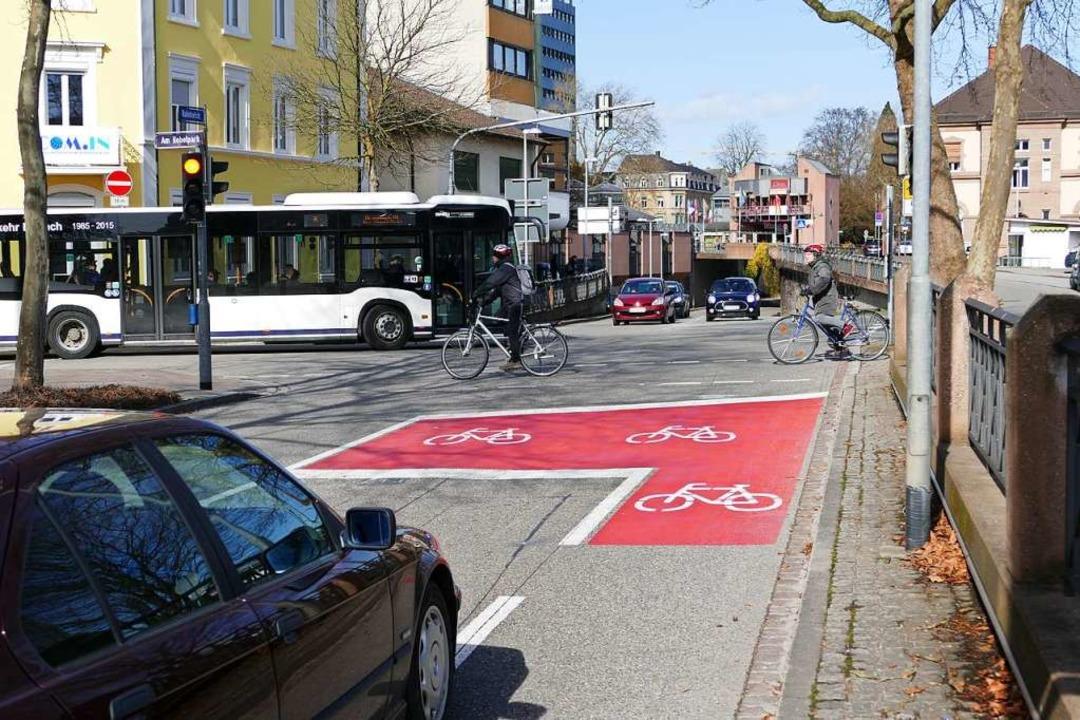 Autos, Busse, Fahrradfahrer, Fußgänger... Die Politik hat Einfluss auf den Mix.  | Foto: Peter Gerigk