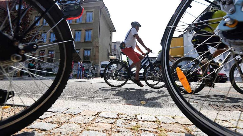 Bei der Infrastruktur für die vielen Radler besteht Nachholbedarf.  | Foto: Jonas Hirt