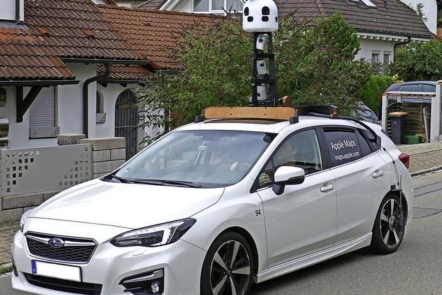 Kamera-Auto filmt auf der Baar