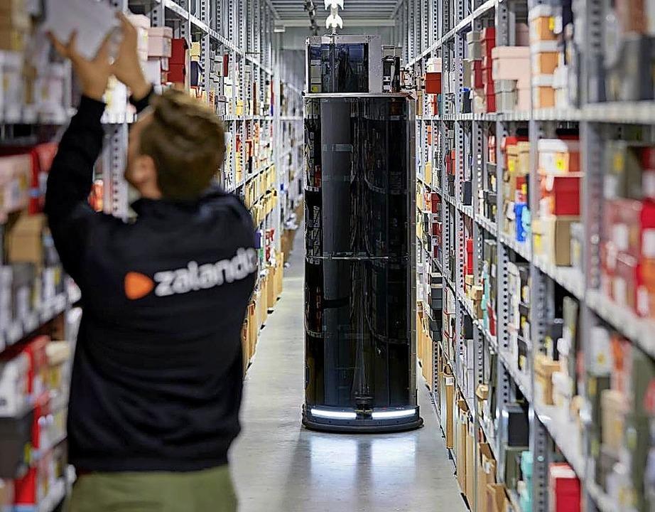 Der Roboter Toru im Einsatz im Zalando-Lager   | Foto: Zalando