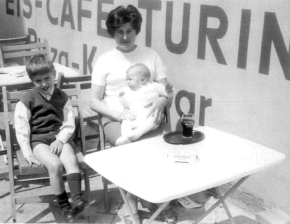 Loris (links) mit Mutter und dem jünge...Haar&#8220; <BZ-Fotos>Tonon</BZ-Fotos>