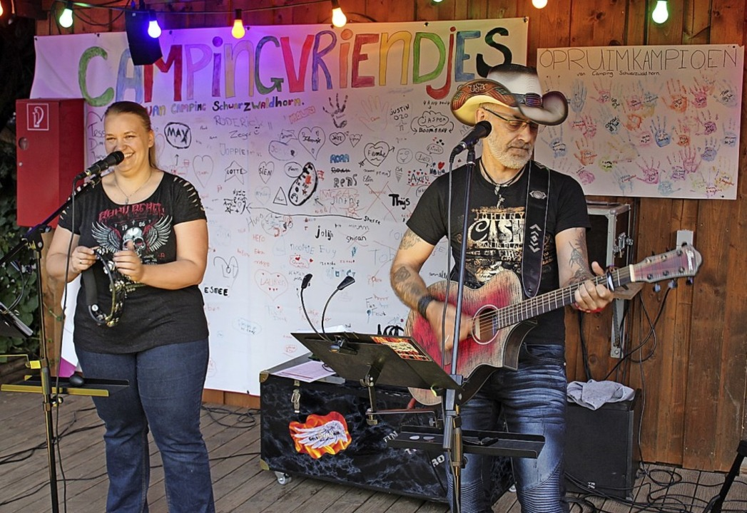 Tanja und Achim Raufer kamen als Duo &...auen Sommerabend in geselliger Runde.     Foto: Karin Heiß