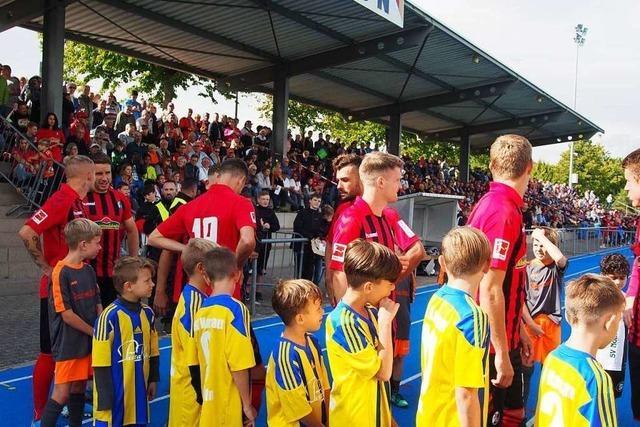1800 Zuschauer sehen einen Sieg des SC Freiburg in Rheinfelden
