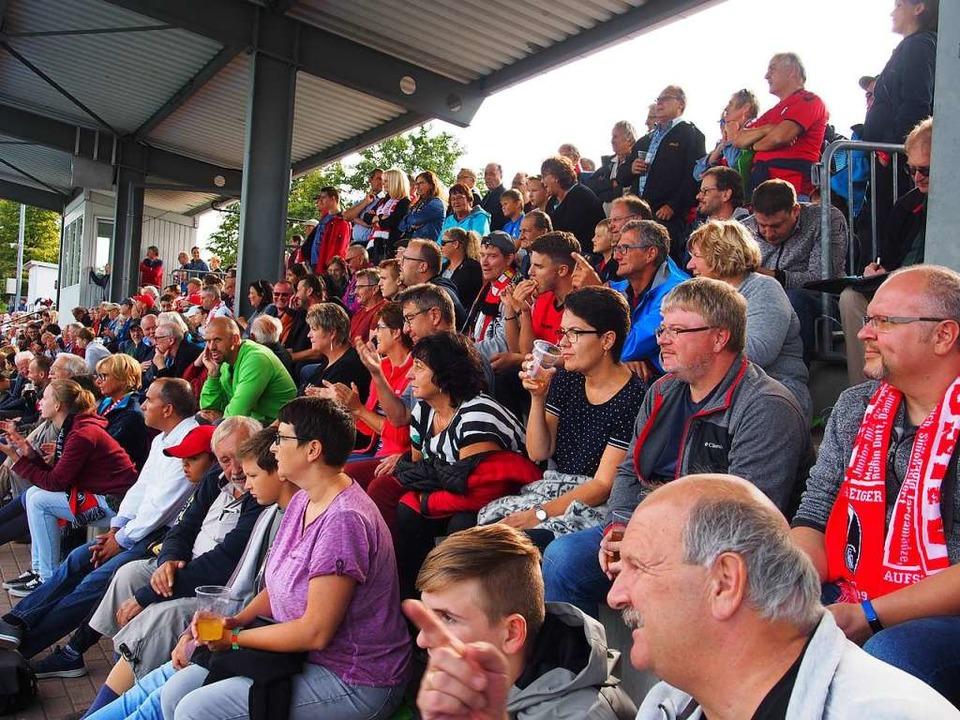 1800 Zuschauer sind gekommen.  | Foto: Boris Burkhardt