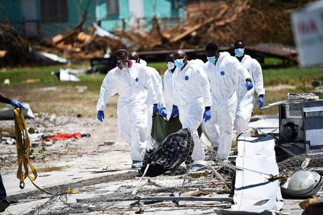 Auf den Bahamas beginnt die Bergung der Leichen  | Foto: BRENDAN SMIALOWSKI (AFP)