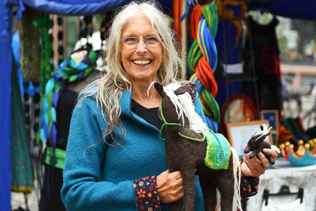 Sabine Graf hat auch Pferde aus Filz im Angebot.   | Foto: Rita Eggstein