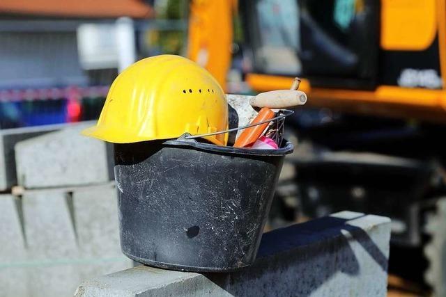 Unbekannte stehlen Werkzeuge auf Baustelle gegenüber vom SC-Stadion