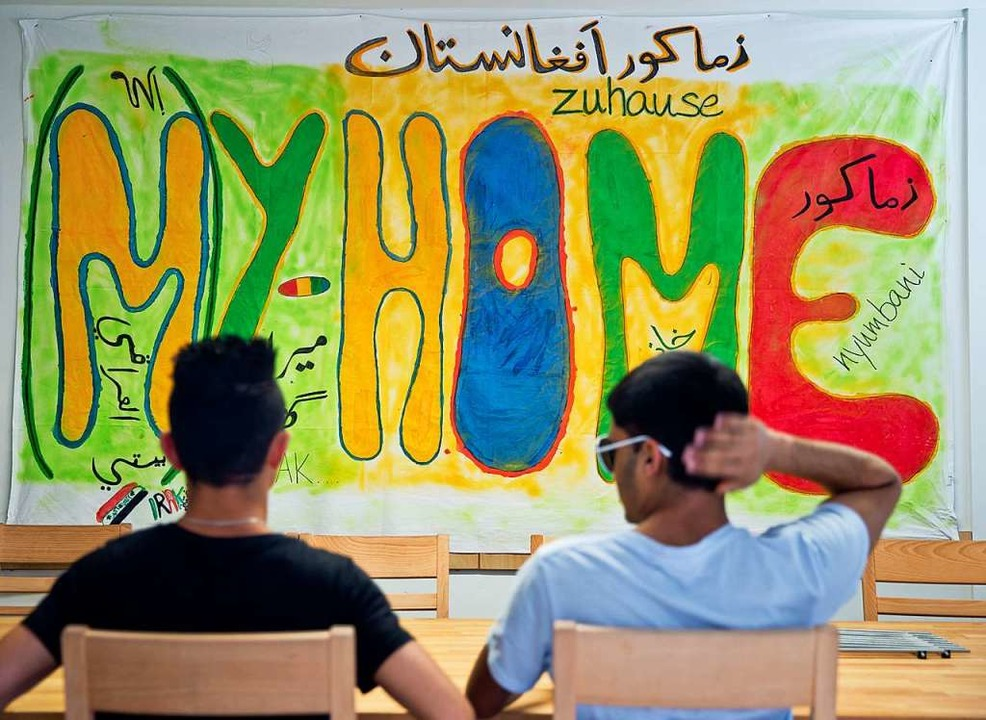 Das eigene Zuhause ist für Geflüchtete...lakat aus einer Flüchtlingsunterkunft.  | Foto: Daniel Karmann