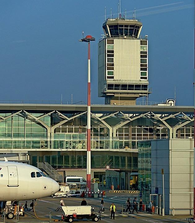 Der Euroairport mit Tower  | Foto: Daniel Gramespacher