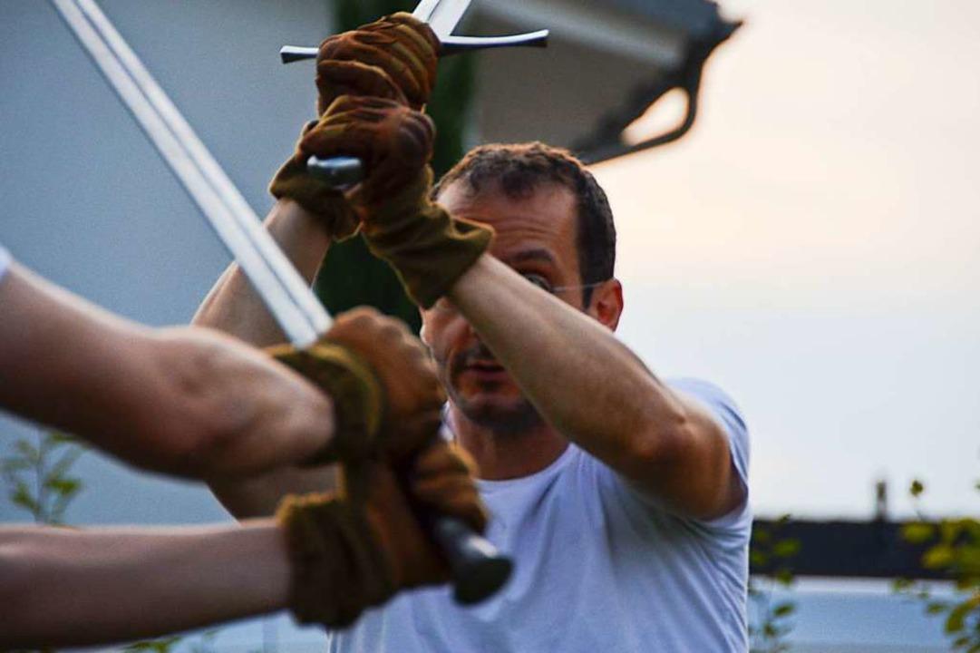 Wenn man es kann, ist Schwertkampf eine elegante Sache.  | Foto: Felix Lieschke