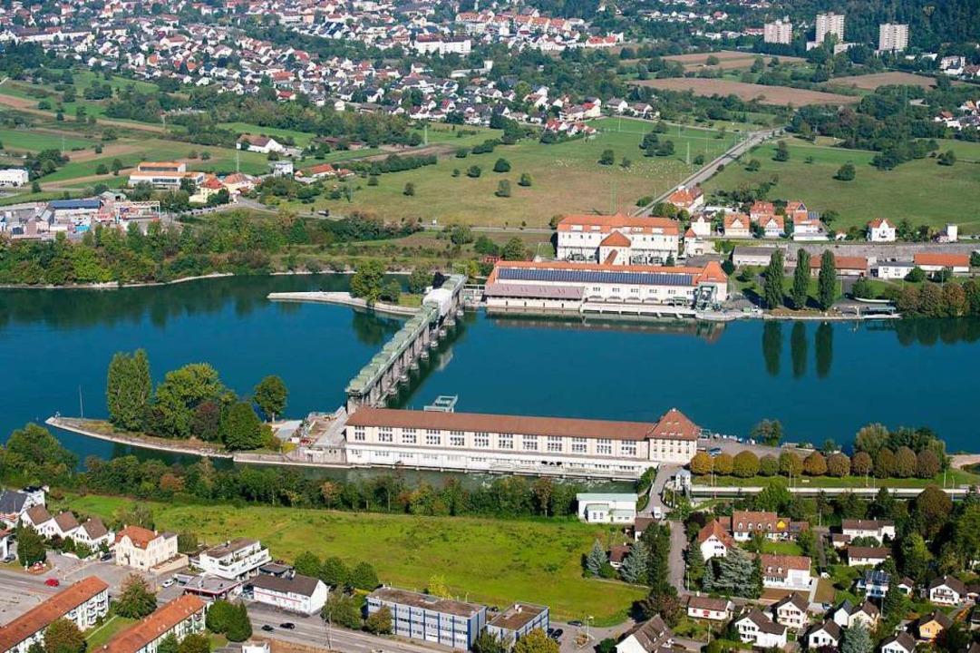 Doppelkraftwerk: Bei Grenzach-Wyhlen (...ie Schweiz die Wasserkraft des Rheins.  | Foto: Pressefoto Energiedienst