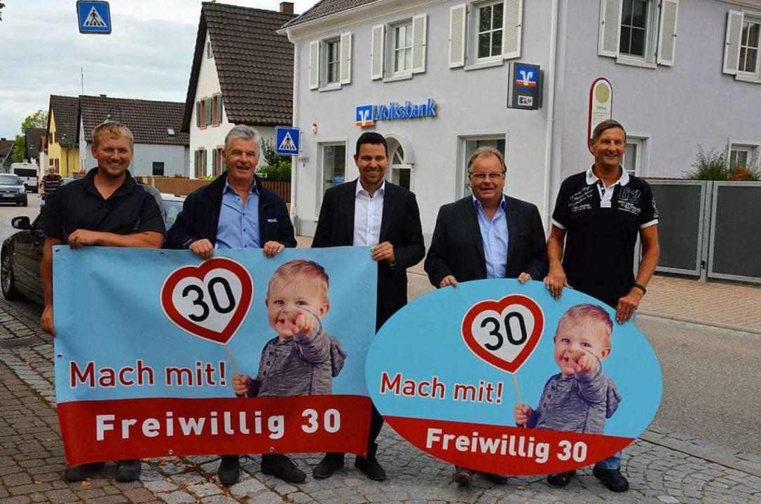 Werben für geringeres Tempo (von links...Wolfgang Riesterer, Jürgen Stein (IGV)    Foto: Gabriele Hennicke