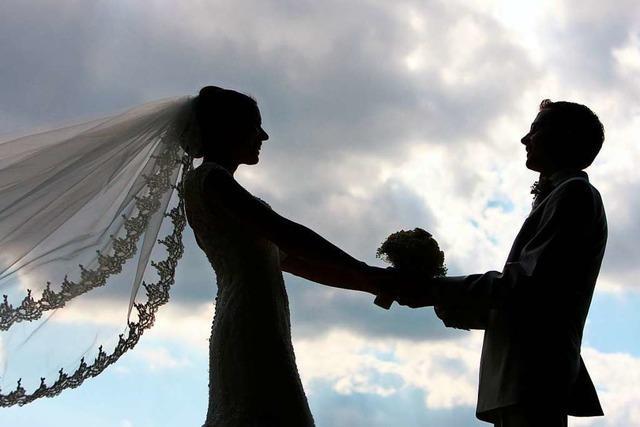 Frisch vermählte Paare feiern zu laut, Anwohner rufen die Polizei