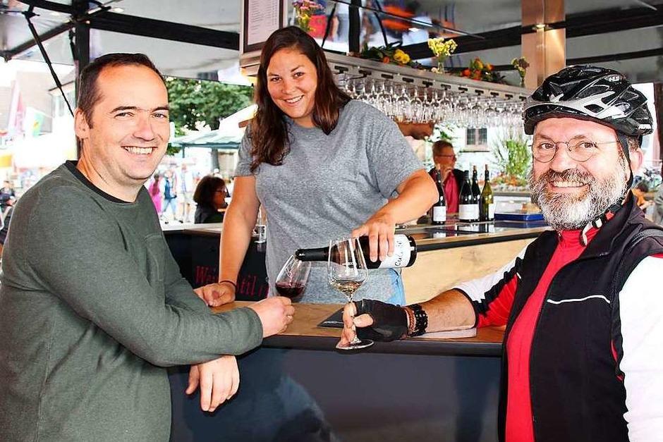 Bei feinem Wein, wechselhaften Wetter und guter Musik feierten die Besucher der Weinfeste in Merdingen und Eichstetten an mehreren Tagen. (Foto: Mario Schöneberg)