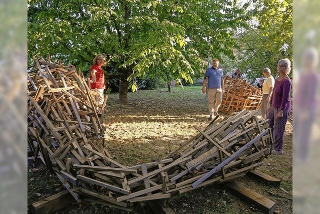 In Ettenheim arbeiten fünf Künstlerinen und Künstler bis 22. September an Skulpturen für den Prinzengarten