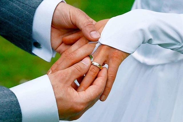 Im Sekundentakt heirateten am Wochenende Paare auf dem Freiburger Rathausplatz