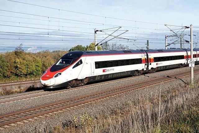 Vollbesetzter Eurocity bricht Fahrt wegen unbekannter Wurfgeschosse ab