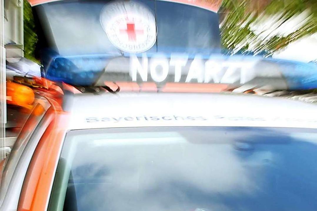 Angeblich sollte der Mann dem Rettungswagen ins Krankenhaus folgen (Symbolbild).  | Foto: Stephan Jansen