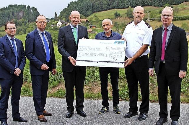 Freiwillige Feuerwehr erhält Spende von 10 000 Euro