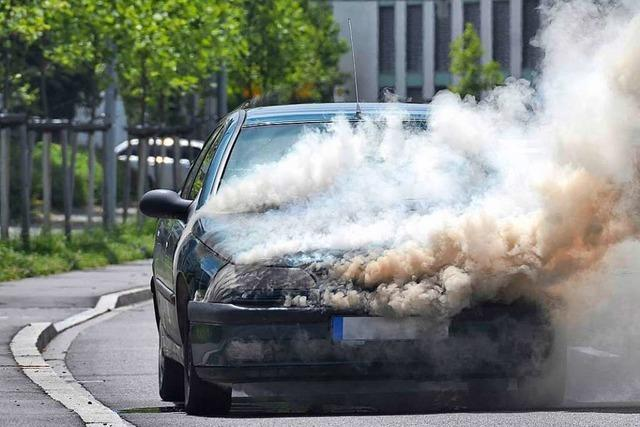 Mann zündet Reifen am Auto seiner Ex-Freundin an – Bewährungsstrafe