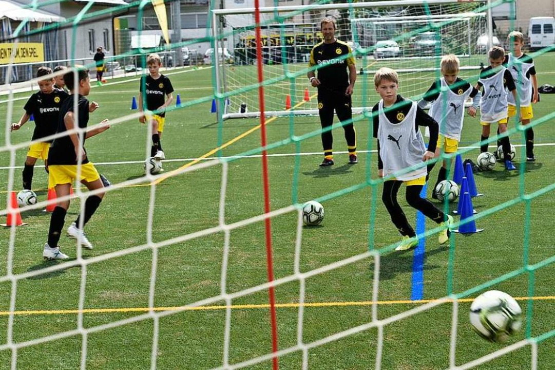 36 Kinder nehmen am Fußballcamp teil.  | Foto: Thomas Kunz