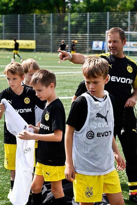 Drei BVB-Trainer geben zwei Tage lang die Richtung beim SV Hochdorf vor.    Foto: Thomas Kunz