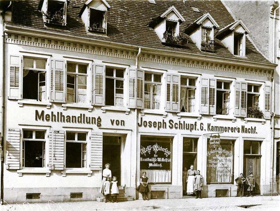Etwa 1907 entstand das Foto der Mehlhandlung  Schlupf an der Adelhauser Straße.  | Foto: Archiv Manfred Gallo