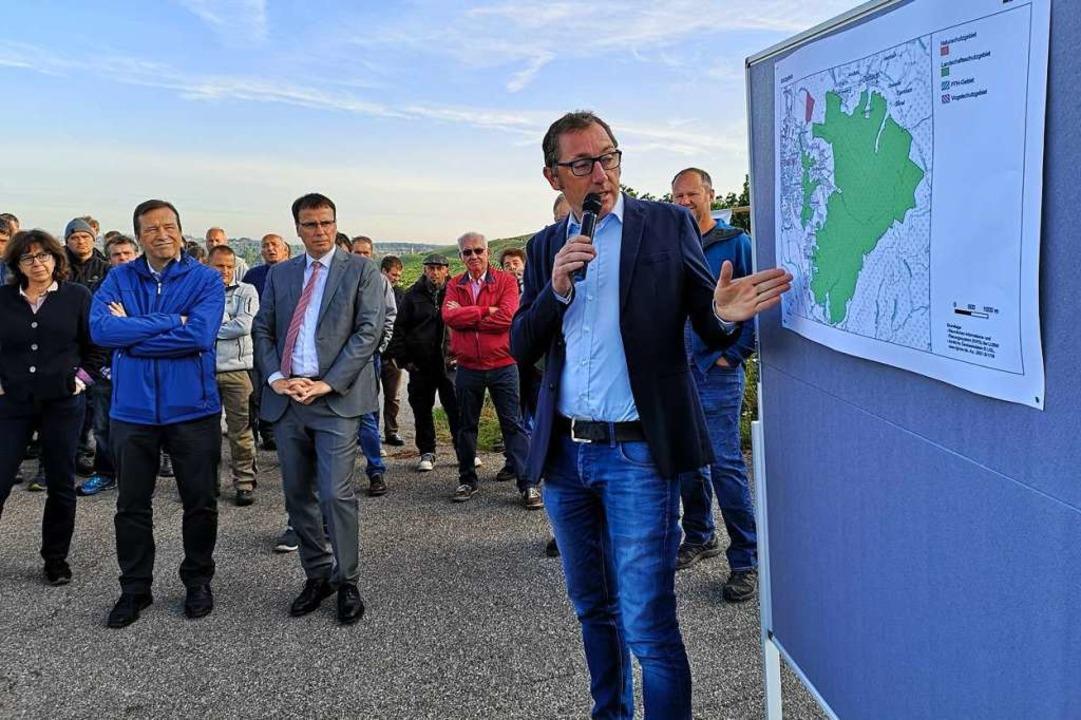 Der BLHV-Bezirksvorsitzende Stefan Sch...nd Volker Schebesta (CDU) unter Druck.  | Foto: Ralf Burgmaier