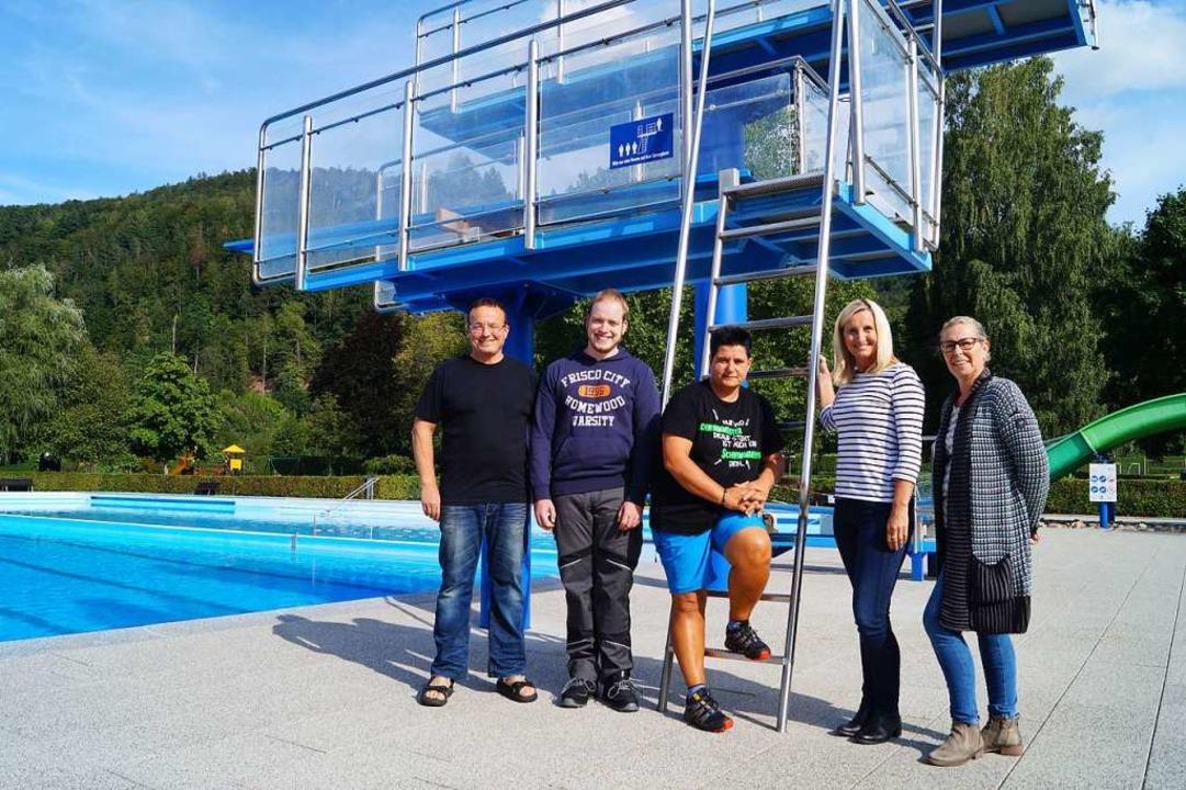 Das Schwimmbad-Team freut sich über di..., ebenfalls vom Restaurant Klosterhof   | Foto: Sara Göhring