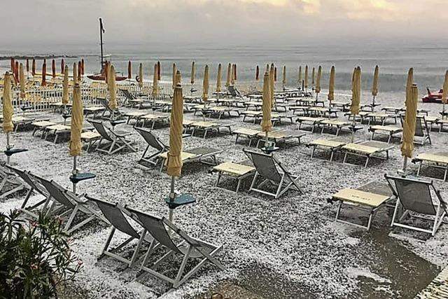 Sommerpause am Strand von Pietra Ligure