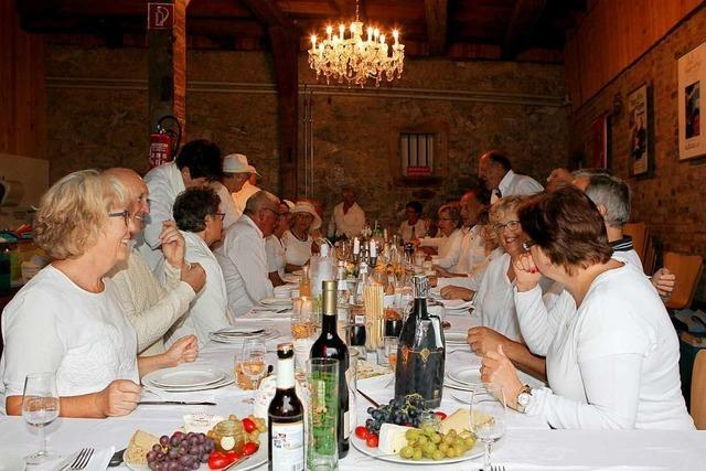In Gottenheim fand das erste White Dinner statt