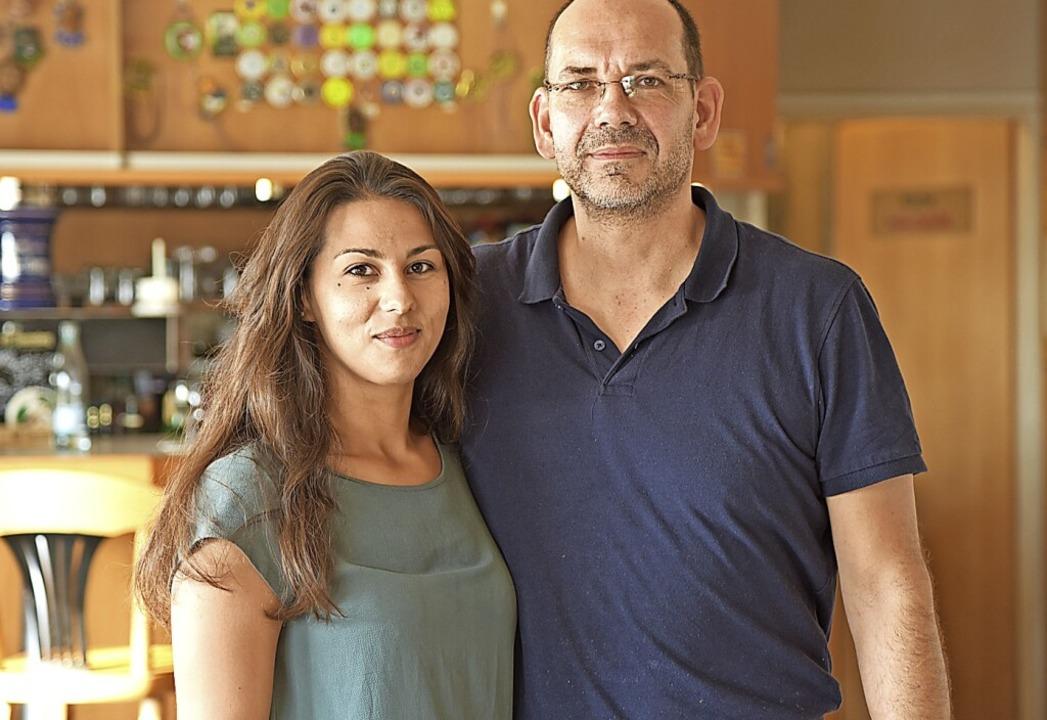 Seit 16 Jahren betreibt Frank Köllner ...in Samantha Stankovic hilft im Laden.   | Foto: Martin Eckert