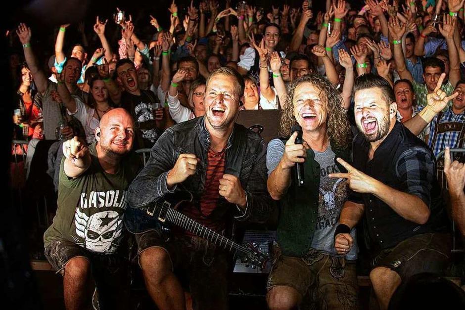 Gute Stimmung – ob in der Halle bei Musik, Party und Tanz oder draußen beim Umzug – herrschte beim Rossfest in St. Märgen. (Foto: Wolfgang Scheu)