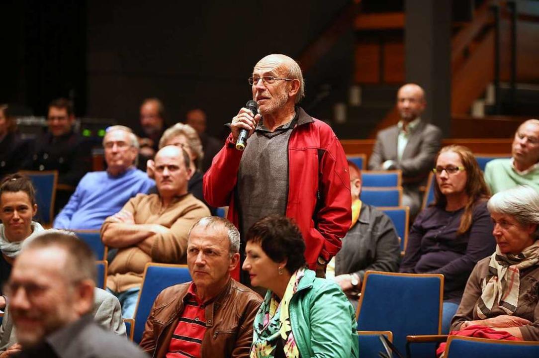 Bei der letzten offiziellen Kandidaten...wenige Interessierte und auch  Fragen.  | Foto: Christoph Breithaupt