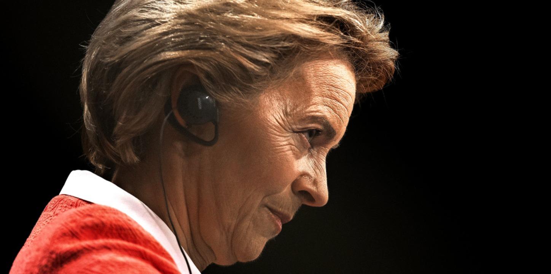 Ursula von der Leyen, bald Präsidentin..., stellt sich Fragen der Journalisten.  | Foto: Francisco Seco (dpa)