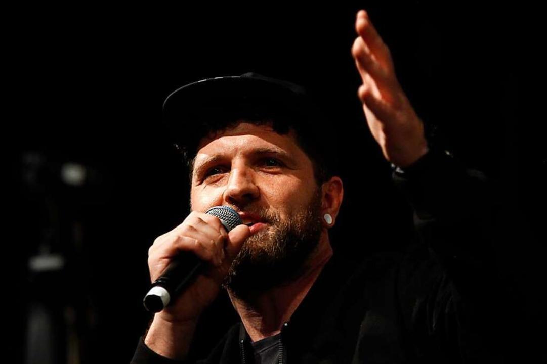 Peter Stöcklin rappt unter dem Kunstnamen Chabezo.  | Foto: Wolfgang Grabherr